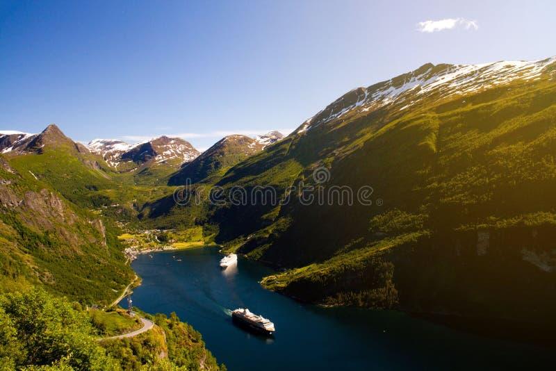 Vale de Geiranger com as balsas com céu claro, Sunnmore, Romsdal, Noruega fotos de stock royalty free