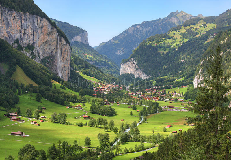 Vale de Lauterbrunnen em Suíça fotografia de stock