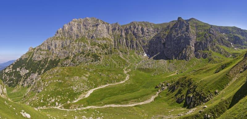 Vale de Malaiesti, montanhas de Bucegi, Romênia imagem de stock