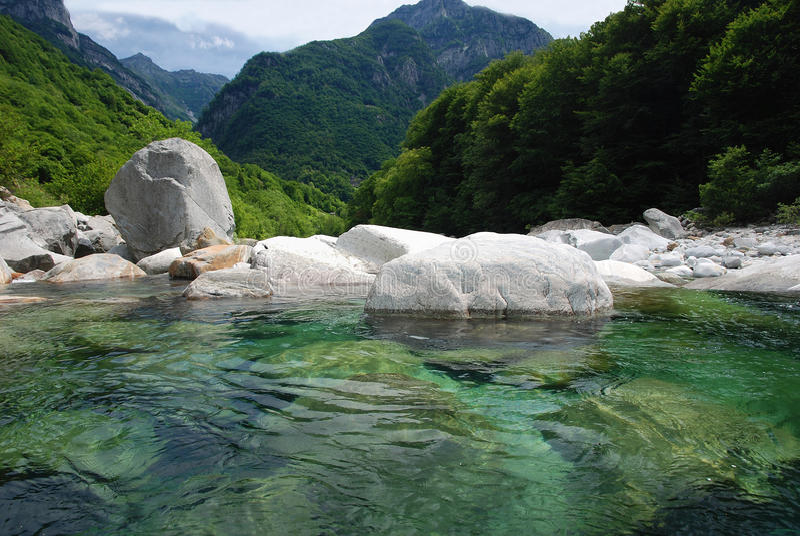 Vale de Verzasca em Ticino foto de stock royalty free