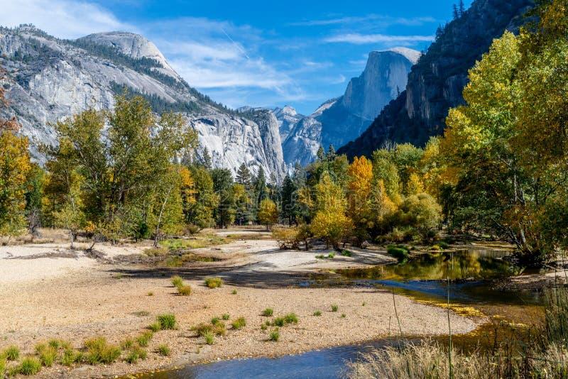 Vale de Yosemite, parque nacional de Yosemite, Calif?rnia EUA imagens de stock