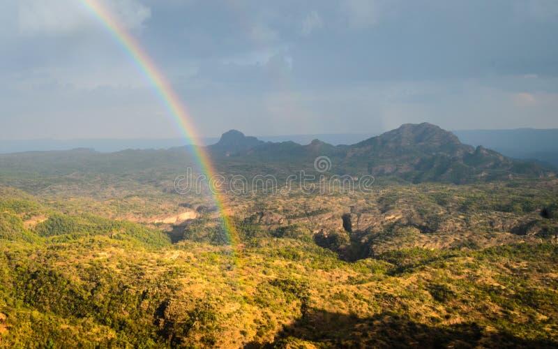 Vale do arco-íris e da montanha imagem de stock royalty free