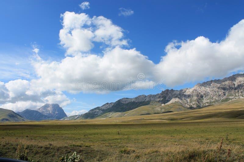 Vale do imperatore do campo na região de Abruzzo fotografia de stock