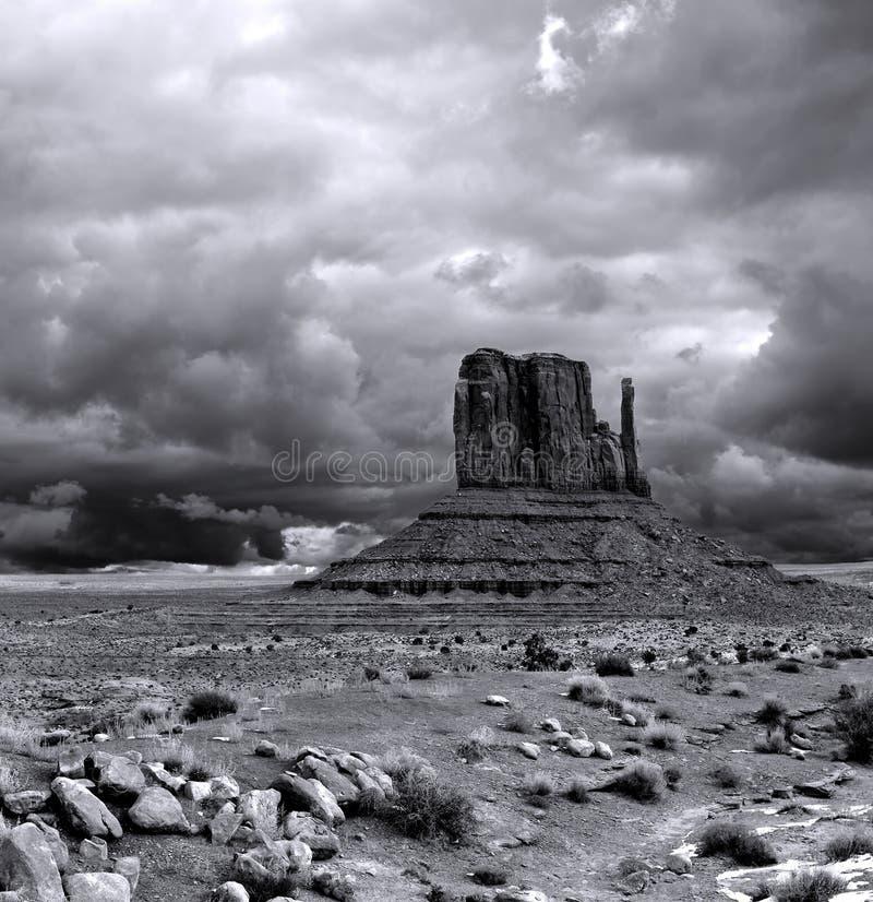 Vale do monumento dos céus nebulosos imagem de stock royalty free