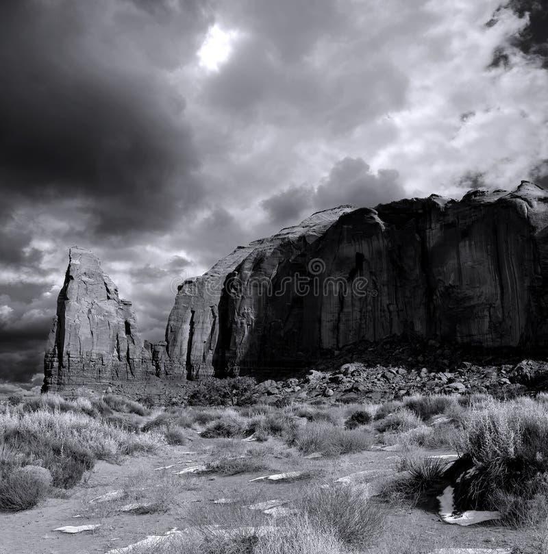 Vale do monumento dos céus nebulosos no filme foto de stock royalty free