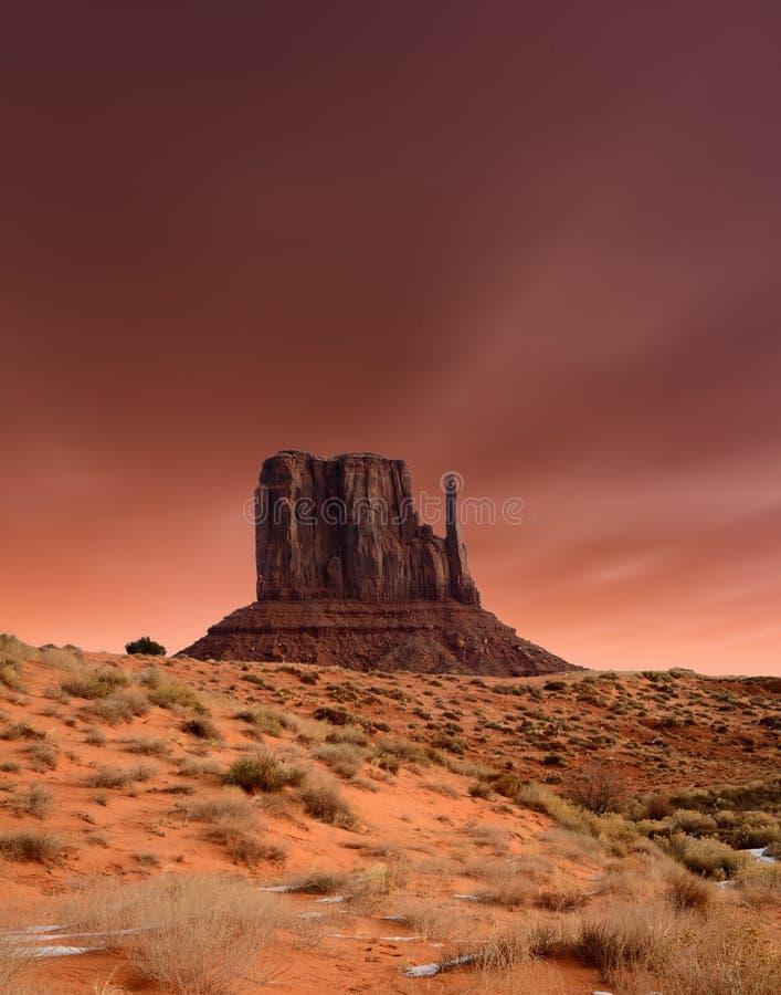 Vale do monumento dos céus do por do sol imagem de stock