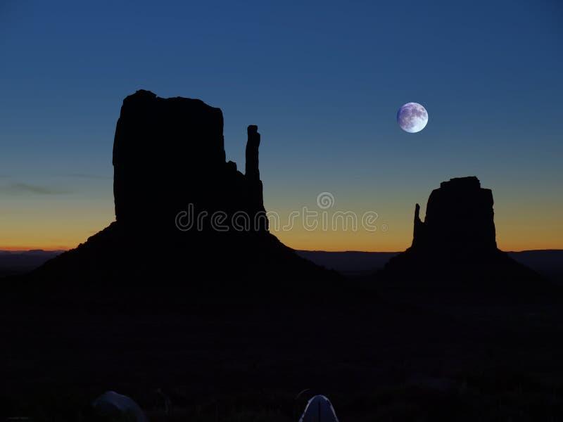 Vale do monumento, montículos icônicos, Lua cheia imagem de stock royalty free
