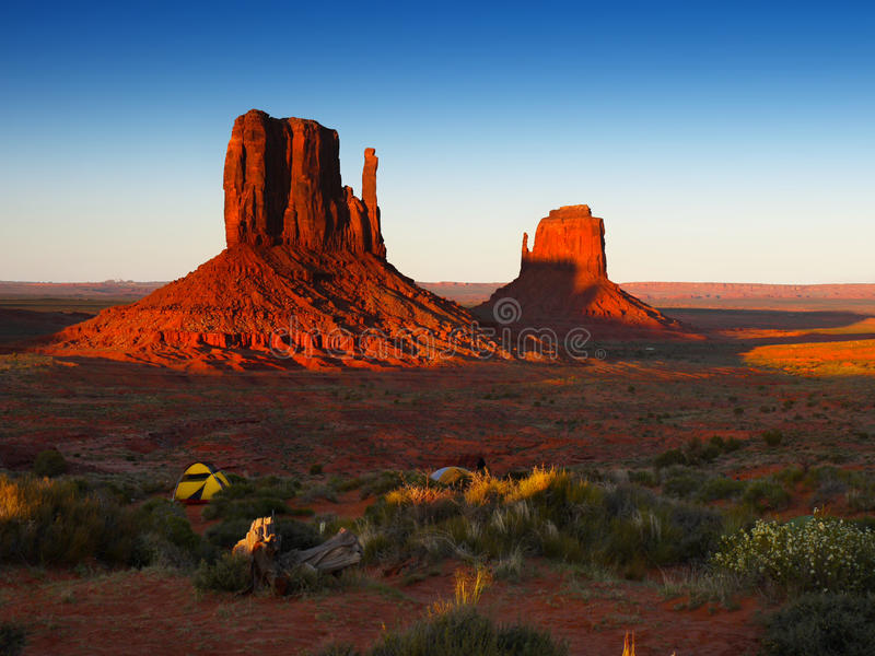 Vale do monumento, nascer do sol fotografia de stock royalty free