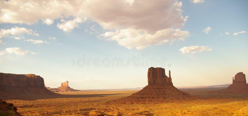 Vale do monumento no por do sol fotos de stock royalty free