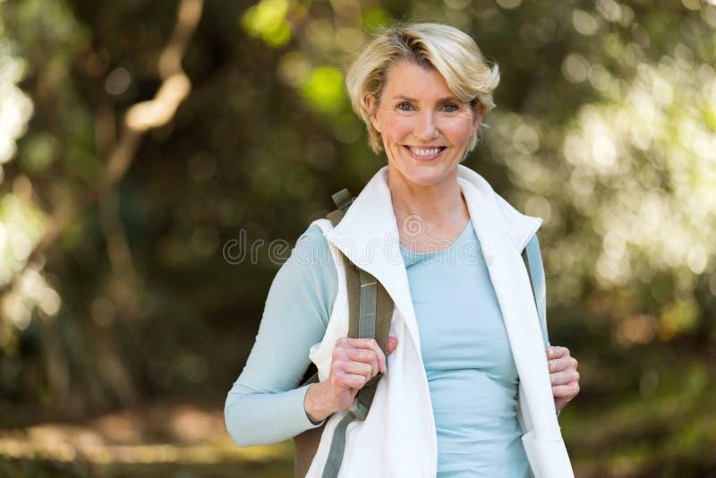Vale fêmea da montanha do caminhante foto de stock