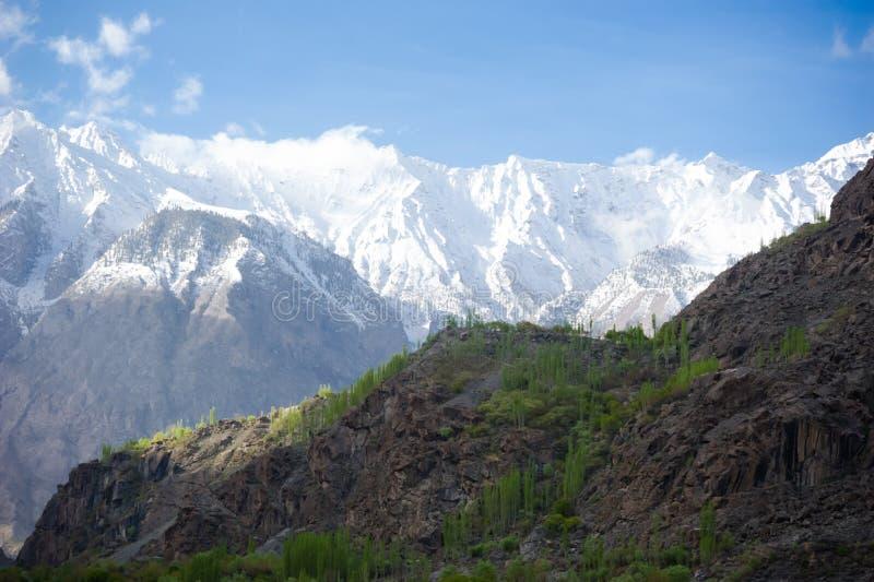 Vale idílico da montanha fotografia de stock royalty free