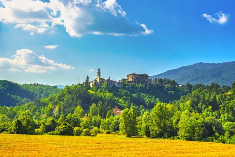 Vale medieval do Taro da vila de Compiano, Parma Emilia, Itália imagens de stock royalty free