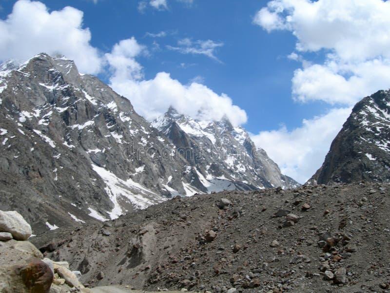 Vale nas montanhas Himalayan, India de Spiti fotos de stock