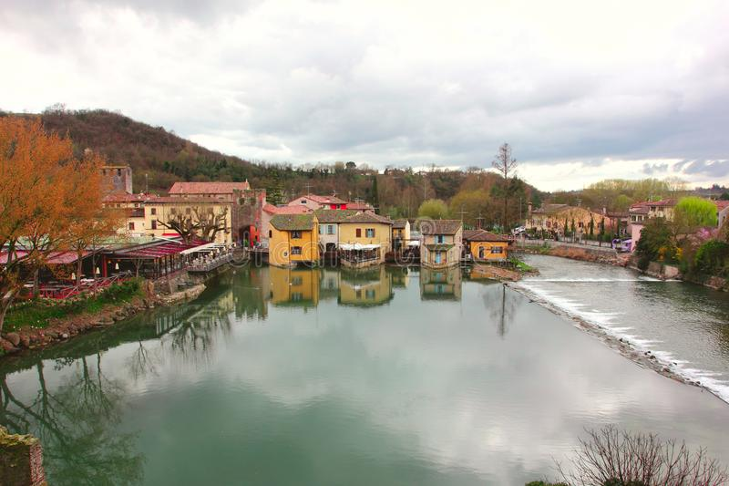 Valeggio sulmincio, borghetto - gammal stad fotografering för bildbyråer