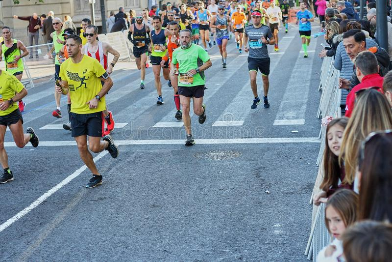 VALENCE, ESPAGNE - 2 DÉCEMBRE : Les coureurs concurrencent dans le XXXVIII Valencia Marathon le 18 décembre 2018 à Valence, Espag photo libre de droits