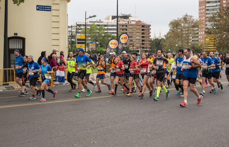 VALENCE, ESPAGNE - 20 NOVEMBRE 2016 : coureurs courant le marathon, le 20 novembre 2016 à Valence, Espagne image libre de droits