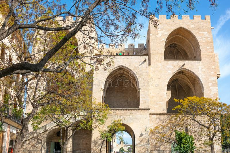 Valence et ses architectures antiques et ultramodernes photographie stock libre de droits