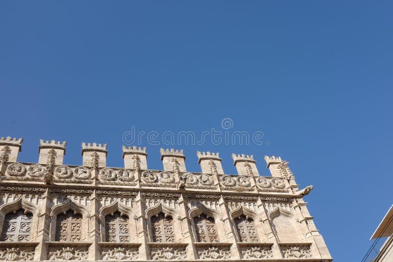 Valencia bakgrund: detaljer av fasaden av den Lonja de la Seda Silke börsen royaltyfri foto