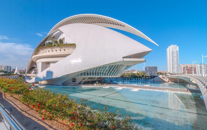 Valencia-Skyline, die moderne Architektur kennzeichnen u. Opernhaus an den Stadtkünsten zentrieren stockbilder