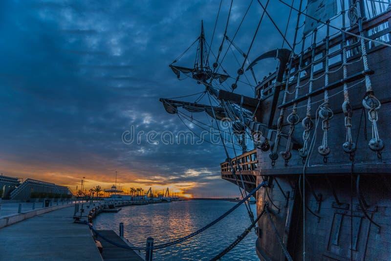 Valencia solnedgångspansk gallion fotografering för bildbyråer
