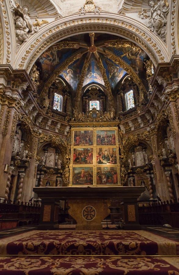 Valencia, Spagna - 2 luglio 2019: La basilica metropolitana della cattedrale del presupposto della nostra signora di Valencia fotografia stock libera da diritti