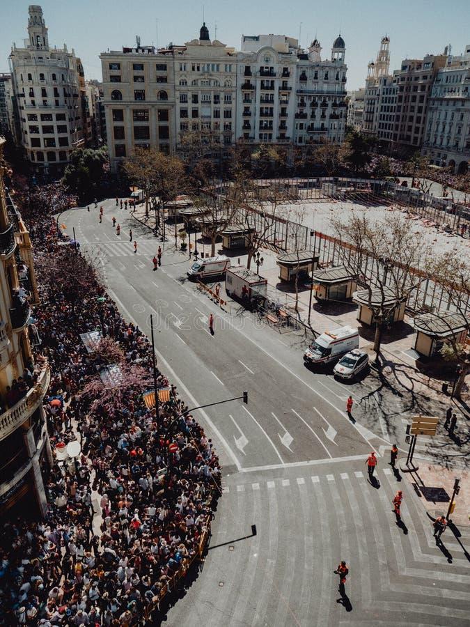 Valencia - Spanien, mars 17, 2019: Stad Hall Square av Valencia, Mascleta och Fallas royaltyfri foto
