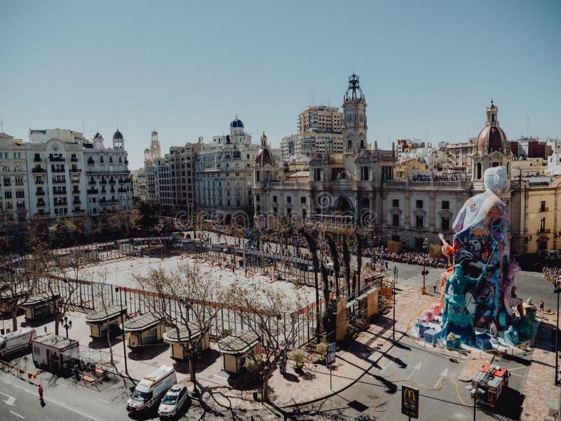 Valencia - Spanien, mars 17, 2019: Stad Hall Square av Valencia, Mascleta och Fallas royaltyfri bild