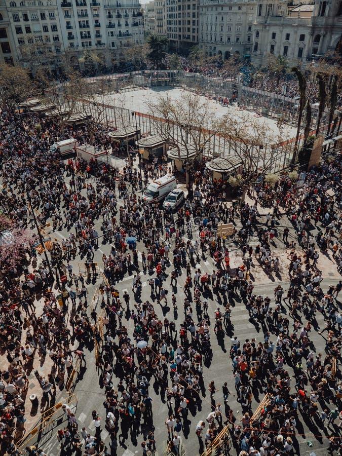 Valencia - Spanien, mars 17, 2019: Stad Hall Square av Valencia, Mascleta och Fallas arkivfoto