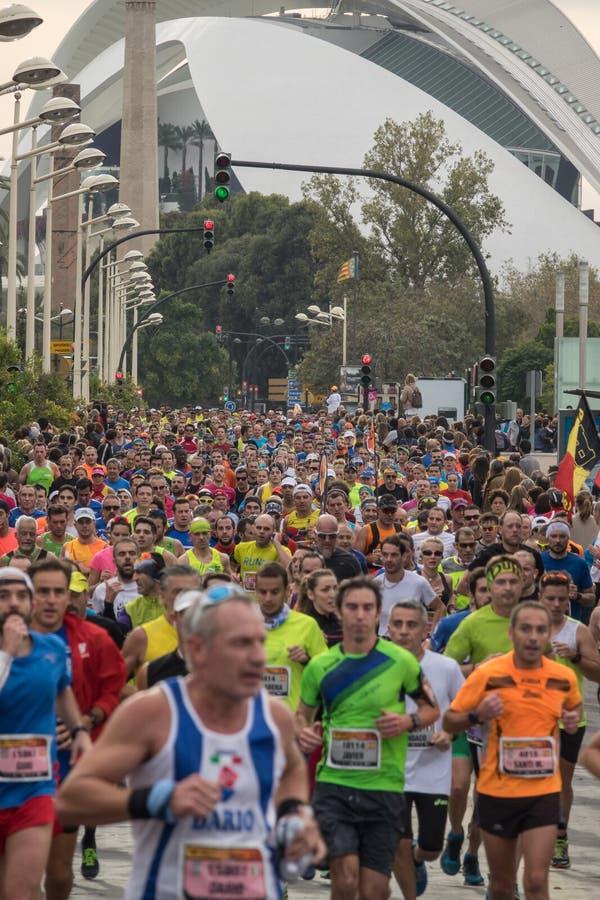 VALENCIA, SPANJE - NOVEMBER 20, 2016: Verscheidene agenten die het marathonpanorama van de ploeg in werking stellen stock foto