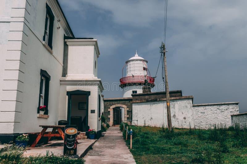 Valentia Lighthouse al punto di Cromwell, una luce del porto per guidare le navi dal mare e per condurrle attraverso l'entrata no fotografia stock