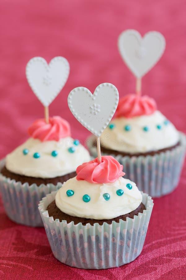 Valentijnskaart cupcakes stock afbeeldingen