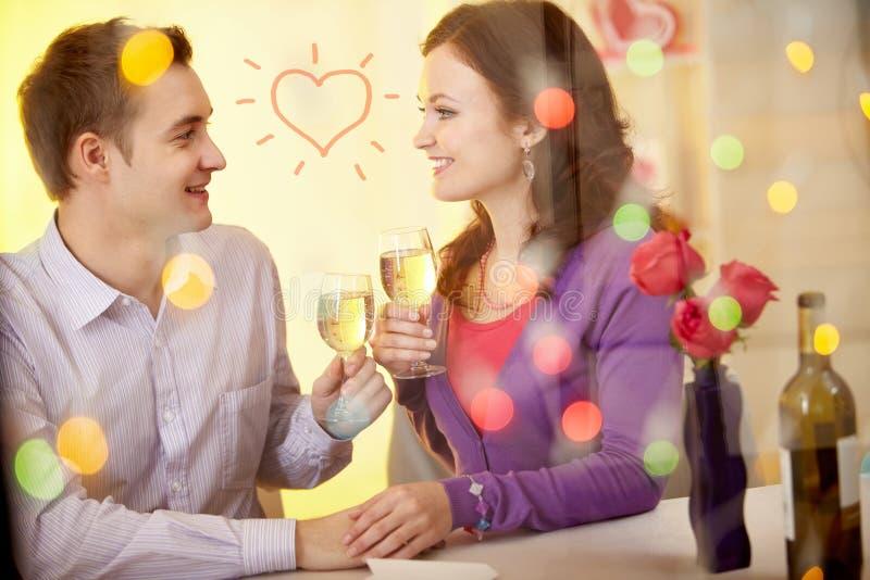 Valentijnskaarten in restaurant royalty-vrije stock foto's