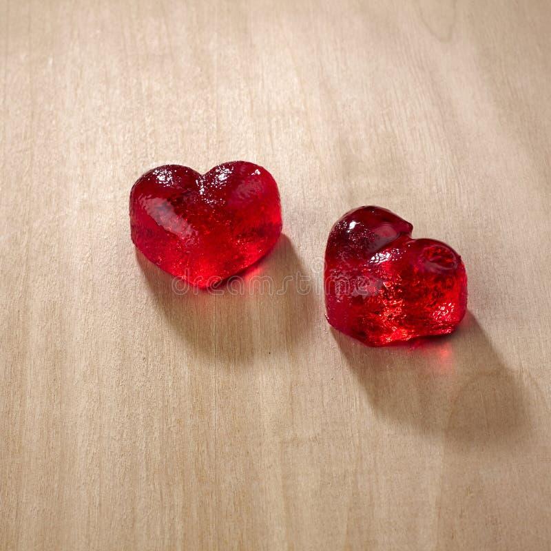 Valentijnskaartendag, rood zoet suikergoed in hartvorm stock afbeelding