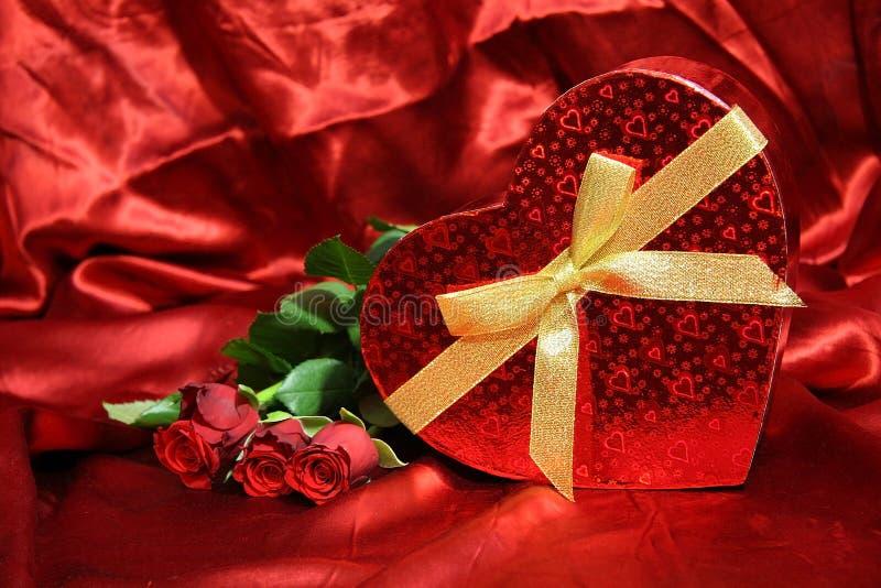 Valentijnskaartenkaart met rode rozen stock foto