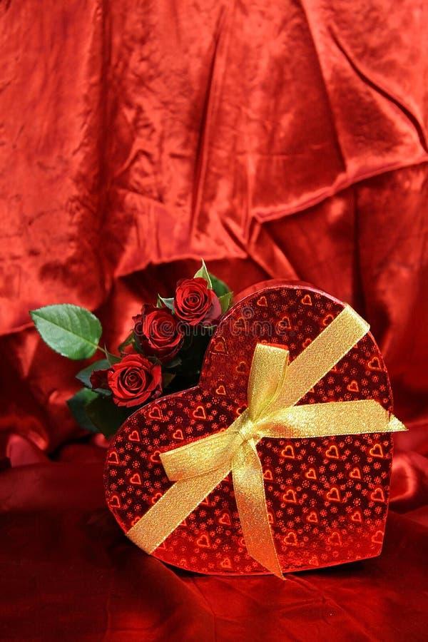Valentijnskaartenkaart met rode rozen stock afbeelding