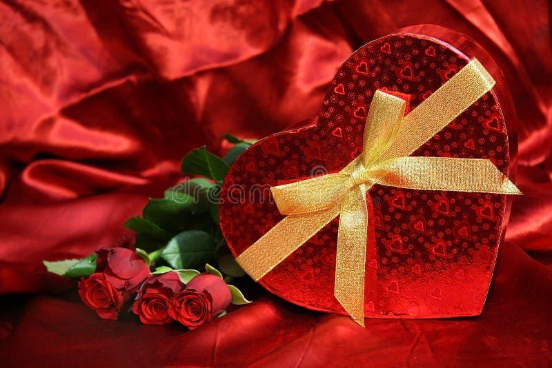 Valentijnskaartenkaart met rode rozen royalty-vrije stock fotografie