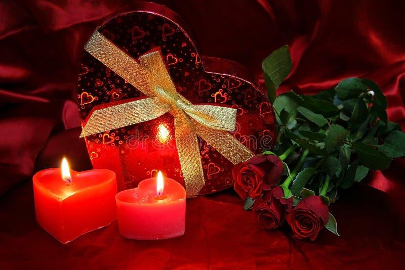 Valentijnskaartenkaart met rode rozen royalty-vrije stock afbeeldingen