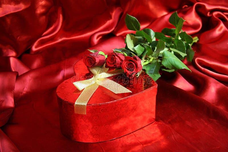 Valentijnskaartenkaart met rode rozen V stock fotografie