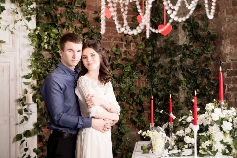 Valentim, amor e relacionamento Ternura Pares, amiga e noivo novos fotografia de stock royalty free