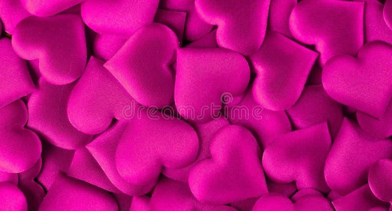 valentin för dag s Formbakgrund för purpurfärgad hjärta Abstrakt ferievalentinbakgrund med purpurfärgade satänghjärtor Förälskels fotografering för bildbyråer