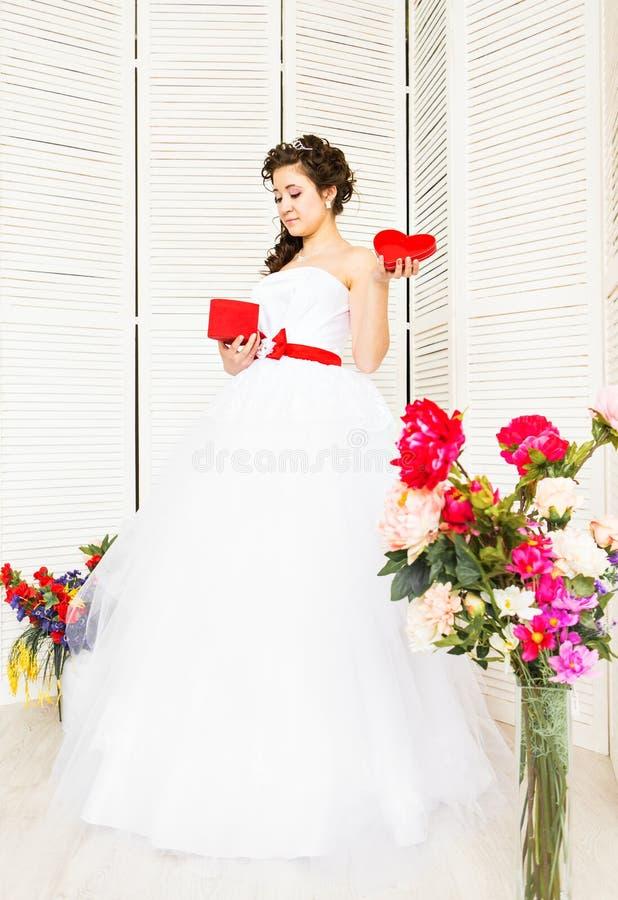 valentin för illustration s för dagdraw lycklig Brud med röd hjärta Bröllop- och valentinbegrepp arkivfoto