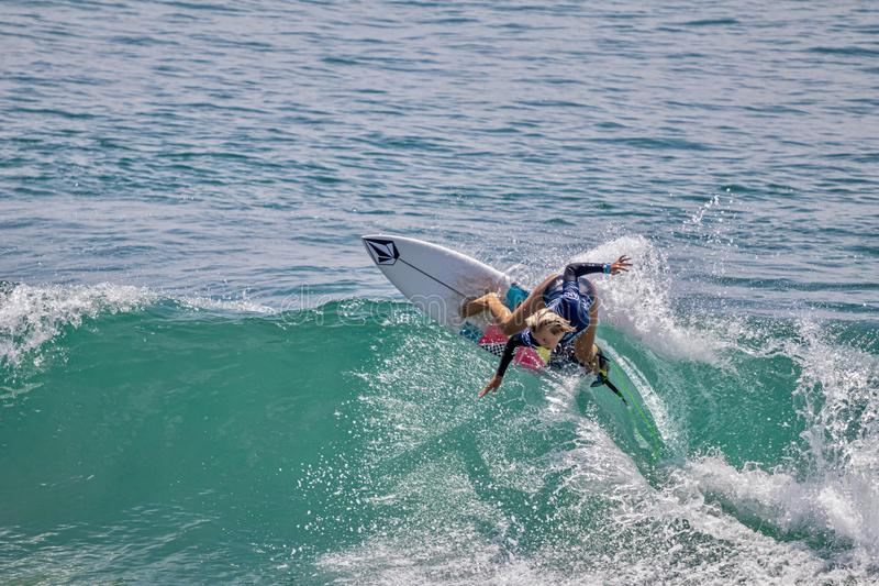 Valentina Resano surfant dans l'US Open de fourgons de surfer 2019 photo stock