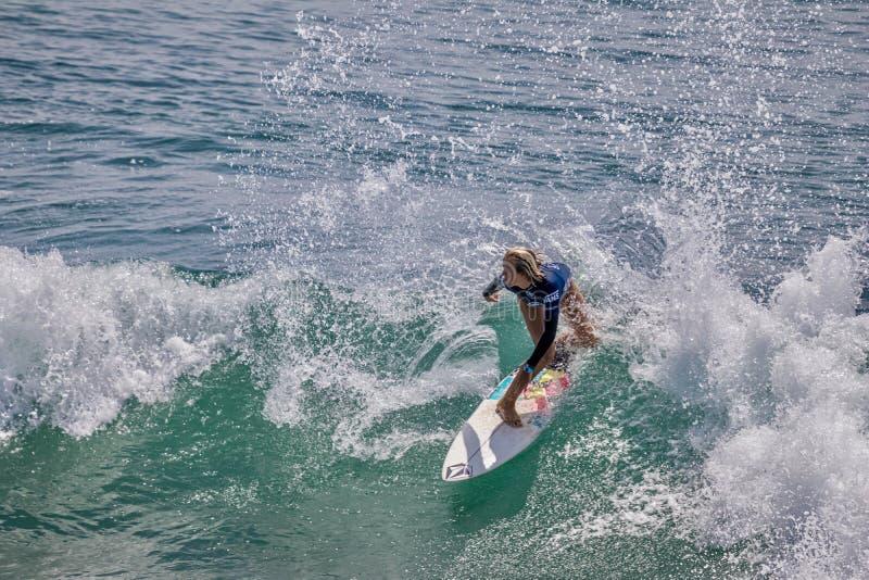 Valentina Resano surfant dans l'US Open de fourgons de surfer 2019 photo libre de droits