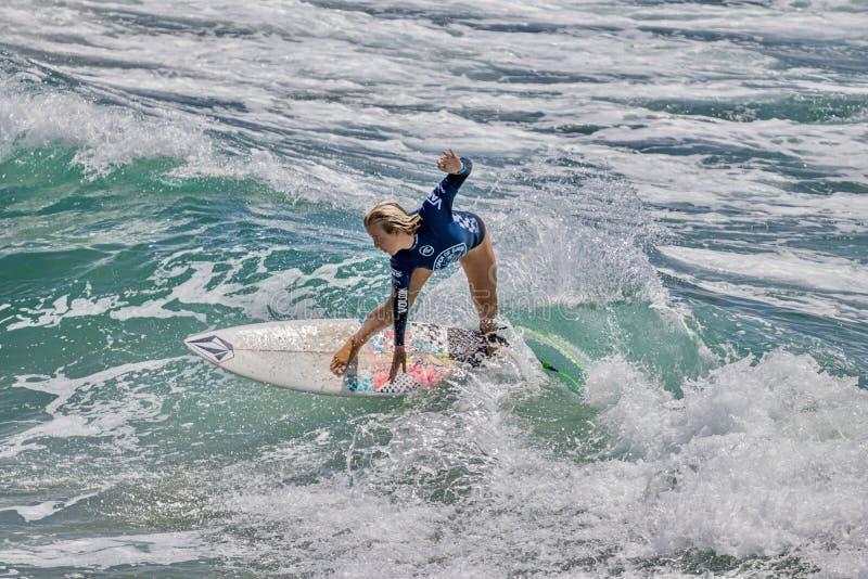 Valentina Resano surfant dans l'US Open de fourgons de surfer 2019 photos libres de droits