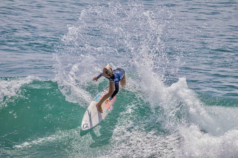 Valentina Resano surfant dans l'US Open de fourgons de surfer 2019 images libres de droits