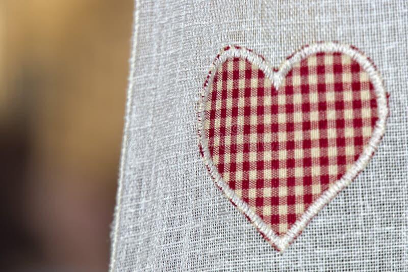 Valentindaghjärta på gardinen royaltyfri foto