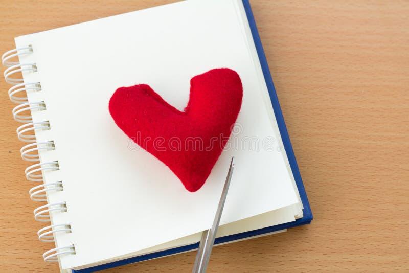 Valentine& x27; 与红色心脏的s天 库存图片