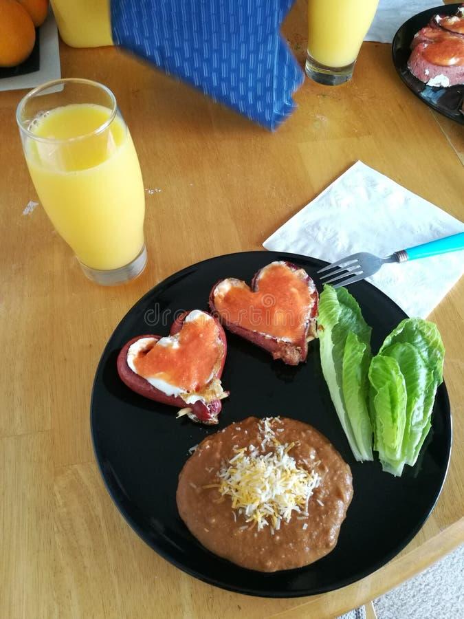 Valentine& x27; café da manhã do dia de s fotografia de stock