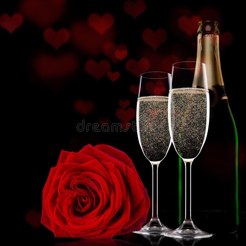 Valentine-dag met champagne en rozen stock afbeeldingen