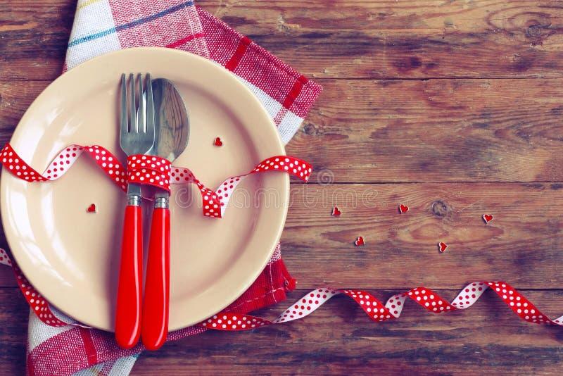 Valentine-dag, romantisch diner, plaat, lepel en vork stock fotografie